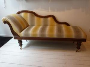Antieke chaise longue in stof Lodge Stripe van Fabricut